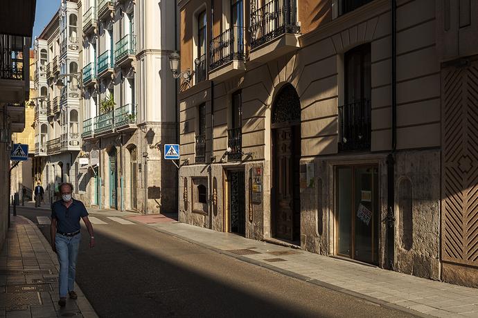 Por-la-sombra.-Valladolid,-2020web1jpg