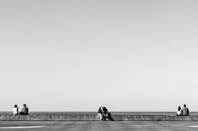 Mirando al mar(web)