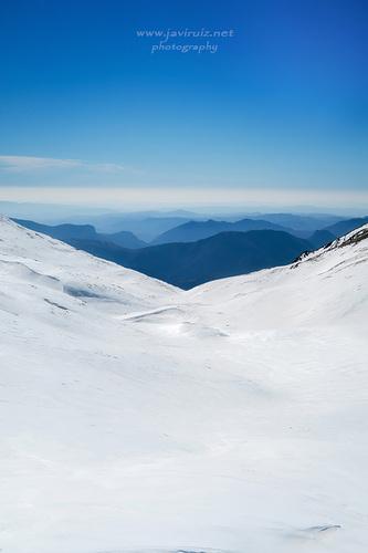 paisaje en blanco y azul