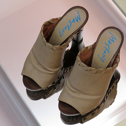 13 Floating shoes